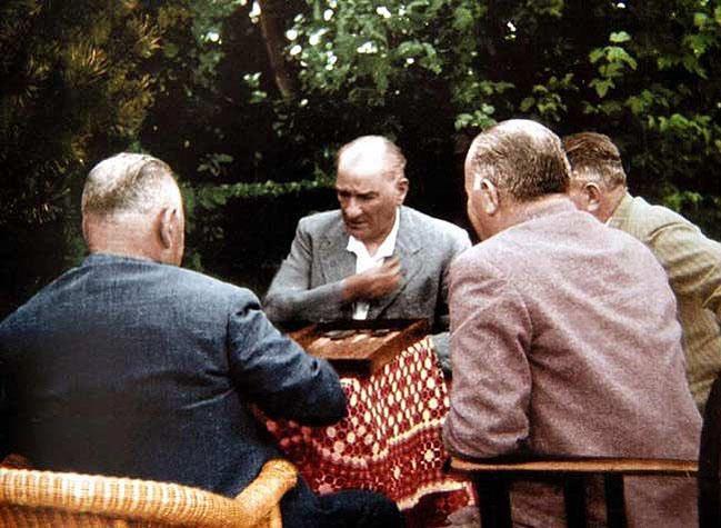 Atatürk ve Tavla